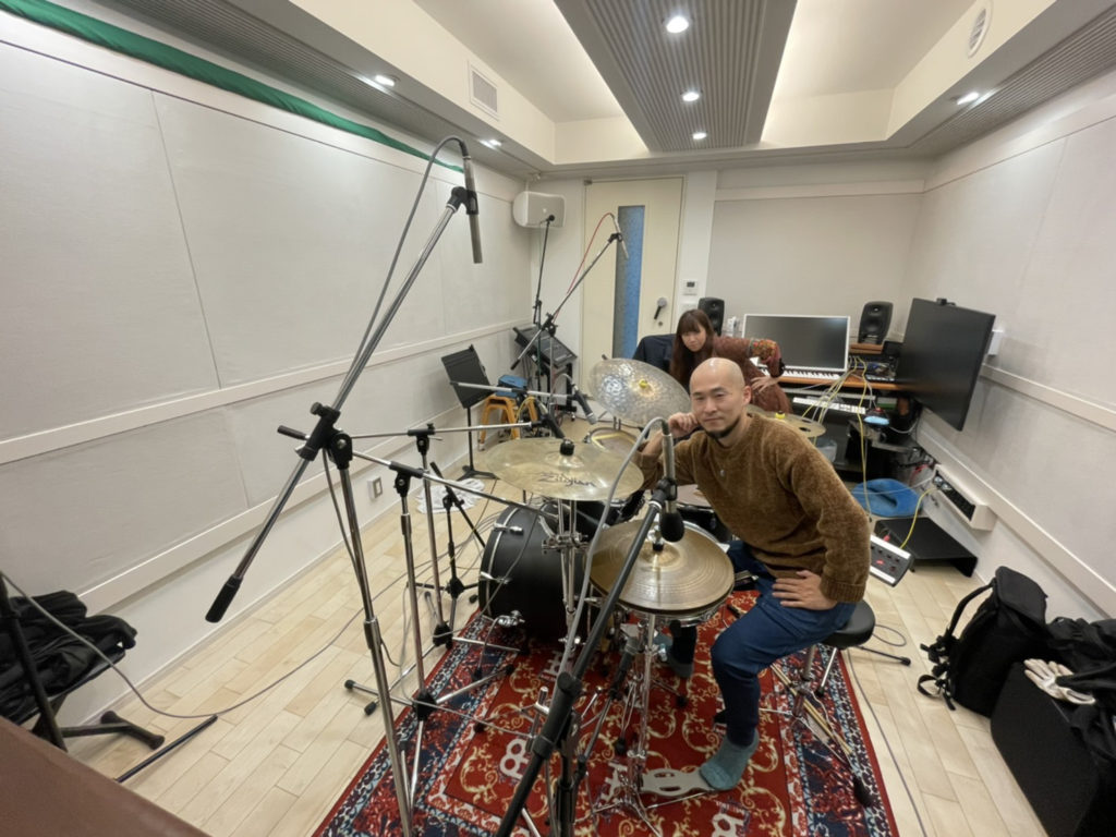 キクラテメンシスの鈴木和美さん(Flute)とヨシダシンゴさん(Drums)